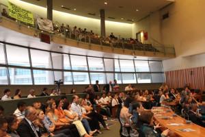 A sessão solene aconteceu no Plenário da CLDF (Fotos: Paulo Cabral/Sinpol-DF)