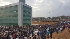 Após a assembleia, policiais saíram em caminhada até a Direção Geral da Polícia
