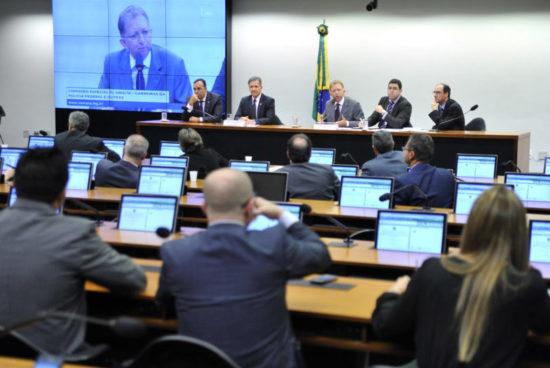 Deputados aprovam PL 5865 com pedido de MP em benefício dos policiais civis do DF